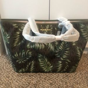 BNWT AUTHENTIC MICHAEL KORS TOTE